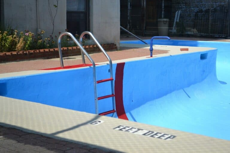 10 Best Above Ground Pool Ladders for 2021